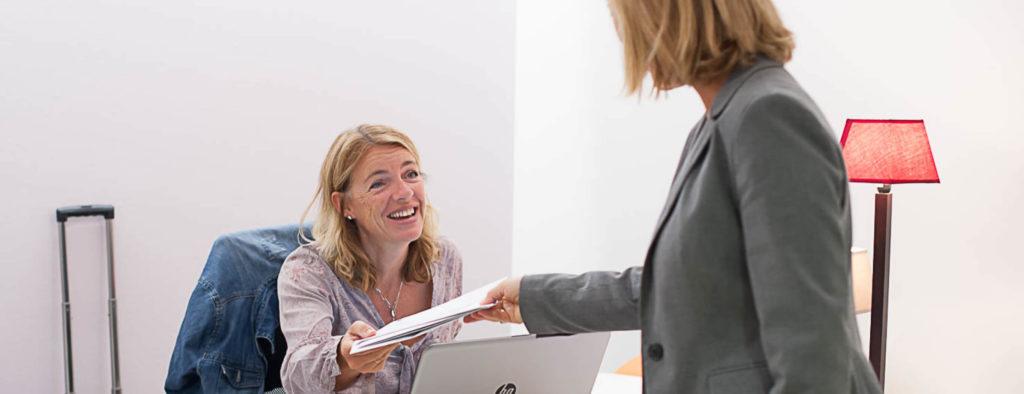 Distribution courrier bureaux femmes entreprise collaborateurs domiciliation commerciale location bureaux à louer salles réunion Centre d'affaires lorient mer