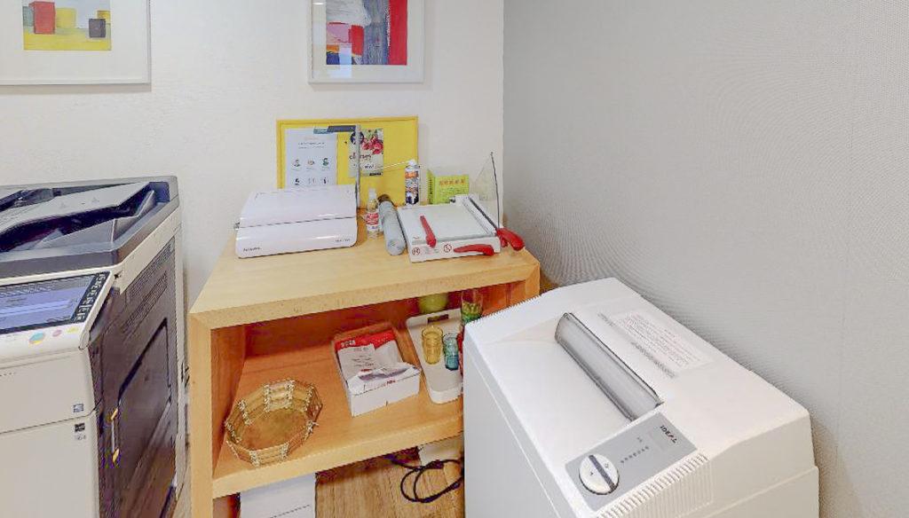 Photocopieuse matériel reprographie scanner brocheuse salle réunion bureau location coworking domiciliation bureaux Bretagne Centre d'affaires Lorient mer