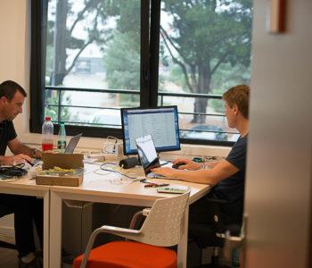 Bureau équipe à louer location bureaux salles réunion visioconférence Centre d'affaires Lorient mer