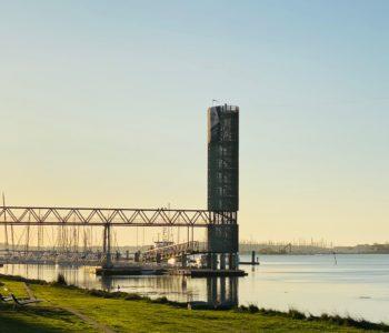 La Base Lorient vue coucher soleil passerelle bateau mer entreprises économie location de bureaux Centre d'affaires lorient mer